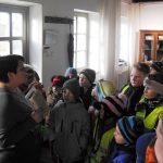 Bibliotekininkė B. Vaizgėlienė pasakoja apie pirmąją spausdintą lietuvišką knygą