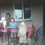 Užgavėnių šventės dalyviai aplankė kaimo gyventojus