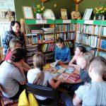Bibliotekininkė B. Vaizgėlienė pristato įdomiausias ir skaitomiausias vaikiškas knygas.