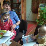 Mažieji skaitytojai varto naujas knygeles