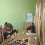 Vaikai pasigamino knygų skirtukų