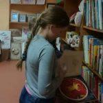Vaikai renkasi knygutę