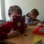 Vaikai skaito V. Račicko knygas