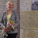 Žurnalistė Rūta Janutienė Mažeikių viešojoje bibliotekoje po knygos pristatymo