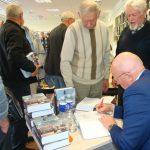 Autoriaus autografai įsigijusiems knygas