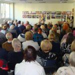 Gausiai į renginį susirinkę mažeikiškiai klausėsi pasakojimo apie knygą