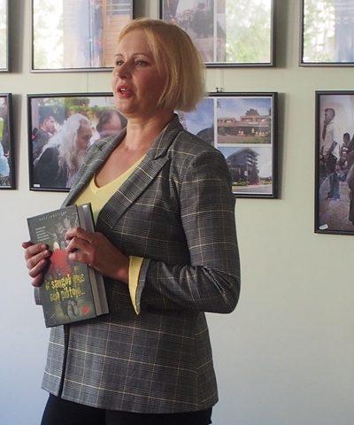 Žurnalistė Rūta Janutienė Mažeikių viešojoje bibliotekoje pristatė savo naująją knygą