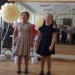 Nuotaikingomis dainomis pradžiugino mergaičių duetas (vadovė Virginija Letukienė)
