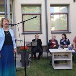 Svečiams dėkoja Viešosios bibliotekos direktorė Alina Bernotienė