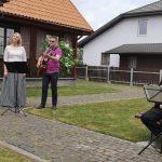 Viekšnių himną atlieka kultūros namų daininkai