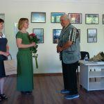 Viešosios bibliotekos direktorė Alina Bernotienė dėkojo autoriui už gražią parodą