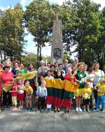 Baltijos kelio 30-mečio minėjimo Židikuose dalyviai