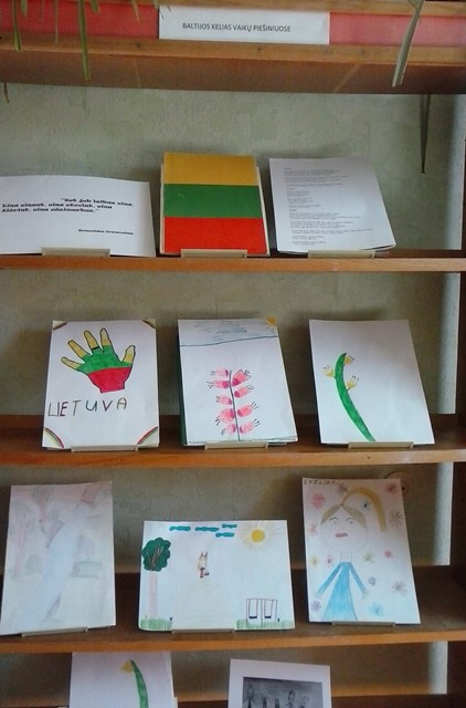 Piešinių paroda, skirta Baltijos kelio 30-mečiui