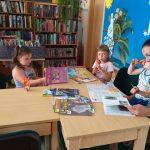Vasara su knyga Pikelių bibliotekoje