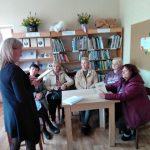 Židikų M. Pečkauskaitės muziejaus darbuotoja E. Skeivienė pasakoja apie dviejų rašytojų bendravimą