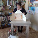 Bibliotekininkė B. Vaizgėlienė pasakoja istoriją apie liūtą