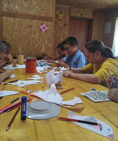Popieriniai paukšteliai – vaikų rankų darbeliai