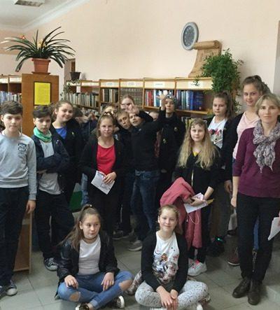 Popietės dalyviai Sedos bibliotekoje