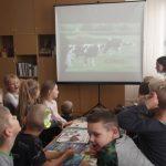 Vaikai žiūri filmą