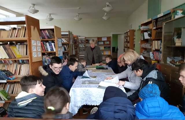"""""""Jievaro"""" pagrindinės mokyklos moksleiviai ir mokytojos Leckavos filiale"""