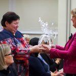 Dovanas akcijos nugalėtojams įteikė bibliotekos direktorė Alina Bernotienė