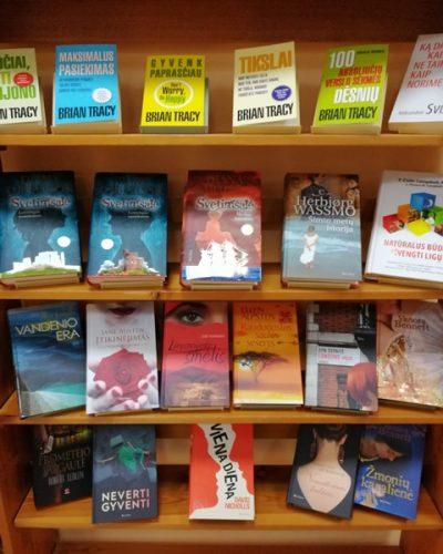 Dovanotų knygų paroda Žemalės bibliotekoje
