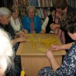 Moterys džiaugėsi šiltu ir nuoširdžiu susibūrimu bibliotekoje