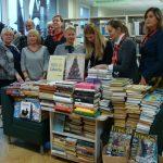 Viešosios bibliotekos darbuotojos dėkingos LIBERTA klubo narėms už dovanotas knygas