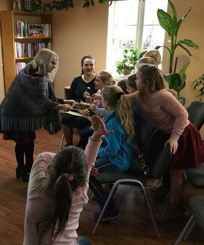 Vaikai, ragaudami įvairių rūšių duoną, ieškojo skirtumų