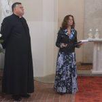 Aktorė Virginija Kochanskytė ir Židikų Šv. Jono Krikštytojo bažnyčios klebonas Dainoras Židackas