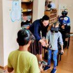 Užsiėmimo dalyviai su virtualios realybės akiniais