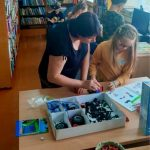 Vaikai kuria Lego robotukus