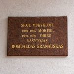 Atminimo lenta prie dabartinės Mosėdžio gimnazijos