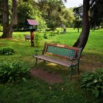 Suolelis Plungės dvaro parke, pastatytas Vaižganto 150-ųjų gimimo metinių proga