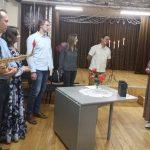 Svečiams dėkoja Viešosios bibliotekos Buknaičių filialo bibliotekininkė Valerija Beniušienė