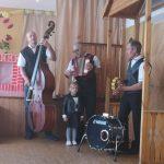 """Urvikių kultūros centro """"Linksmųjų vyrukų"""" muzikinis sveikinimas"""