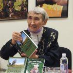 Justina Jonušaitė savo knygų dovanojo renginio dalyviams