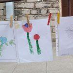 Vaikai ne tik atsinešė piešinius, bet ir parašė sakmes apie gėles