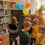 Vaikai piešia emocijas magnetinėje lentoje