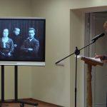 Ekrane buvo demonstruojamos archyvinės nuotraukos iš Maironio lietuvių literatūros muziejaus fondų