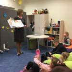 Vaikai klausosi pasakos apie Sivužą