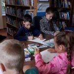 Vaikai piešia Leckavos filiale