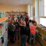 Vaikai domisi kaip tapti skaitytojais