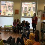 Skyriaus vedėja Sigita Repšytė pristato Metų knygas paaugliams