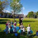Židikų Marijos Pečkauskaitės gimnazijos ikimokyklinukai klausosi skaitomos knygutės