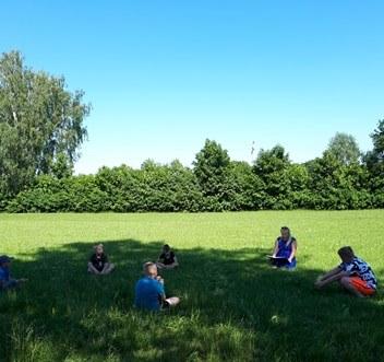 Vasaros skaitymai Leckavos bibliotekos kiemelyje